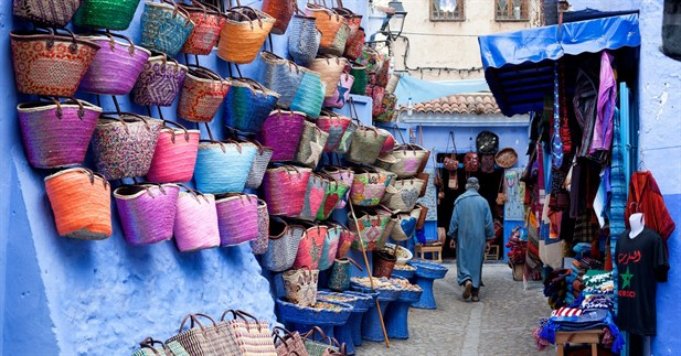 shopping_in_chefchaouen
